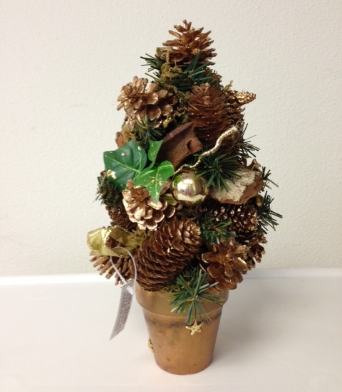 Fruit pine cone christmas crafts 11 easy source inc for Pine cone christmas ornaments crafts